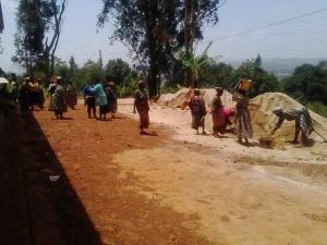 Un pueblo muy comprometido en la construcción de la casa de su Díos.