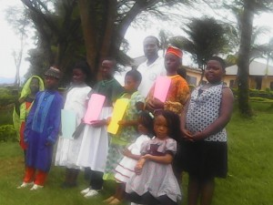 Family picture with the different winners of the fashion show in traditionnal dress