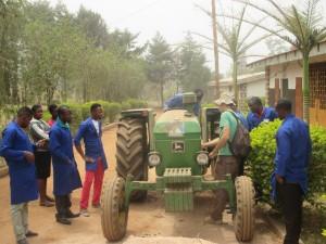 Séance d'apprentissage de conduite du tracteur