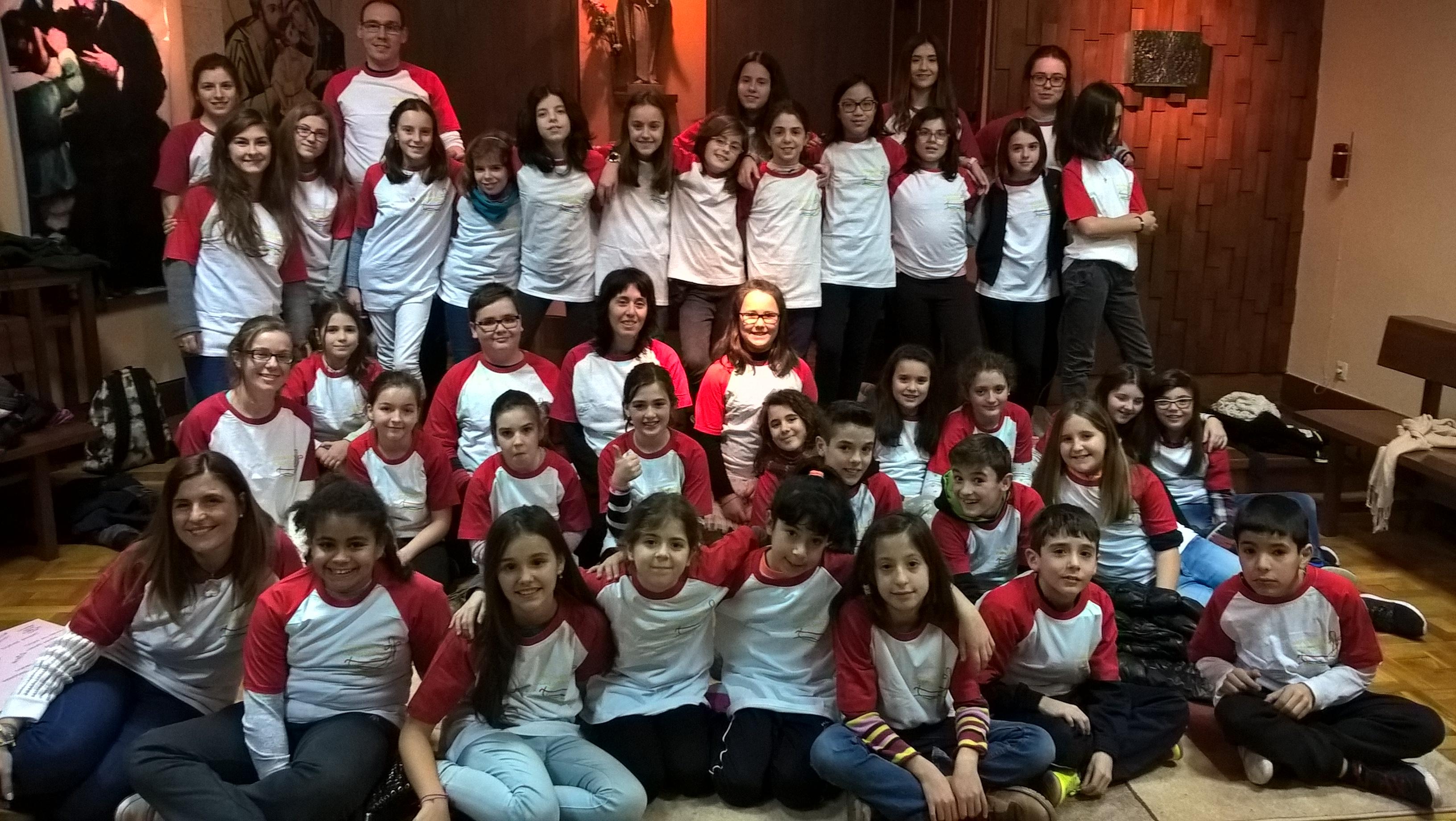 Los grupos de primaria en la capilla