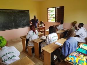 Formación de inicio de año escolar en la Escuela Calasanz de Malibé en Libreville