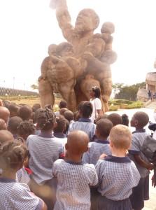 Visitando el Monumento de la Reunificación