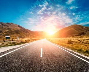 1sun-no-horizonte-da-estrada_1088-57